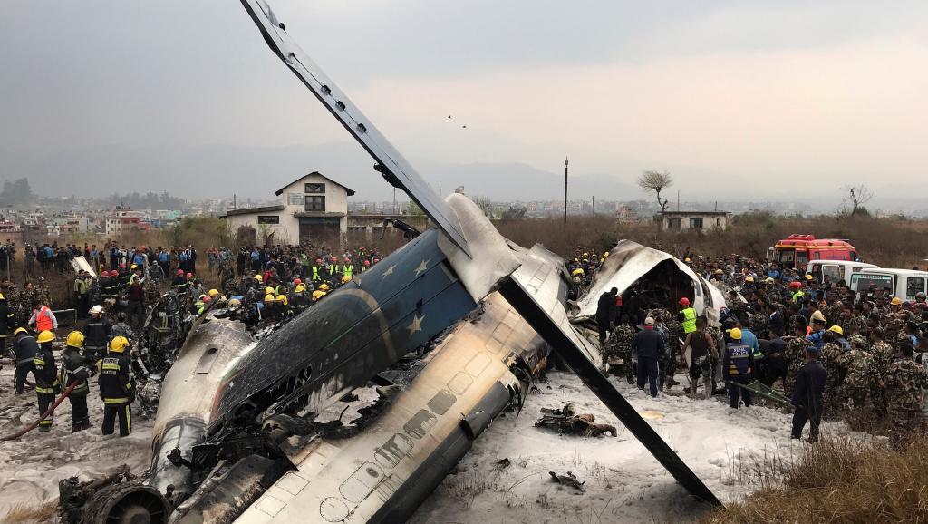 Avião cai no Nepal
